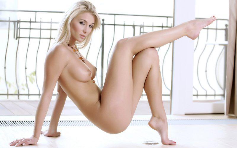 Diese sexy Girl zieht sich nackt aus im Cam2Cam Chat