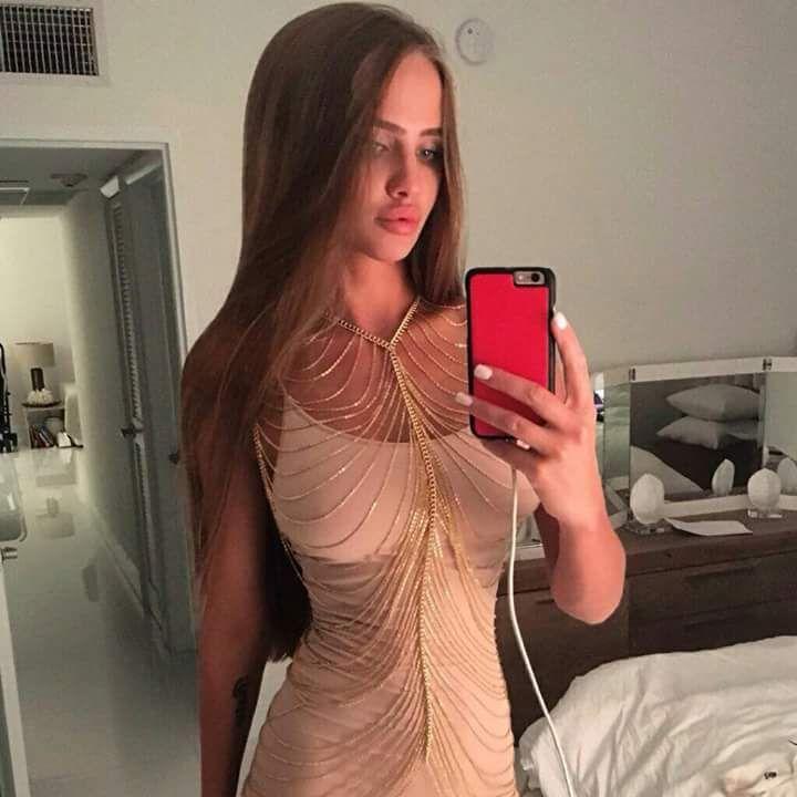 Online Strip vor der Sexcam im Schlafzimmer von diesem geilen Girl
